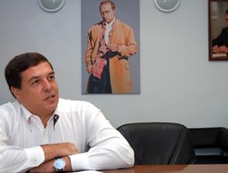 Глава РБК-ТВ Александр Любимов констатировал, что власть управляет страной через телевизор